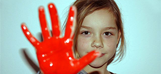 Red Hand Day Aktion in einer Grundschule in Dresden